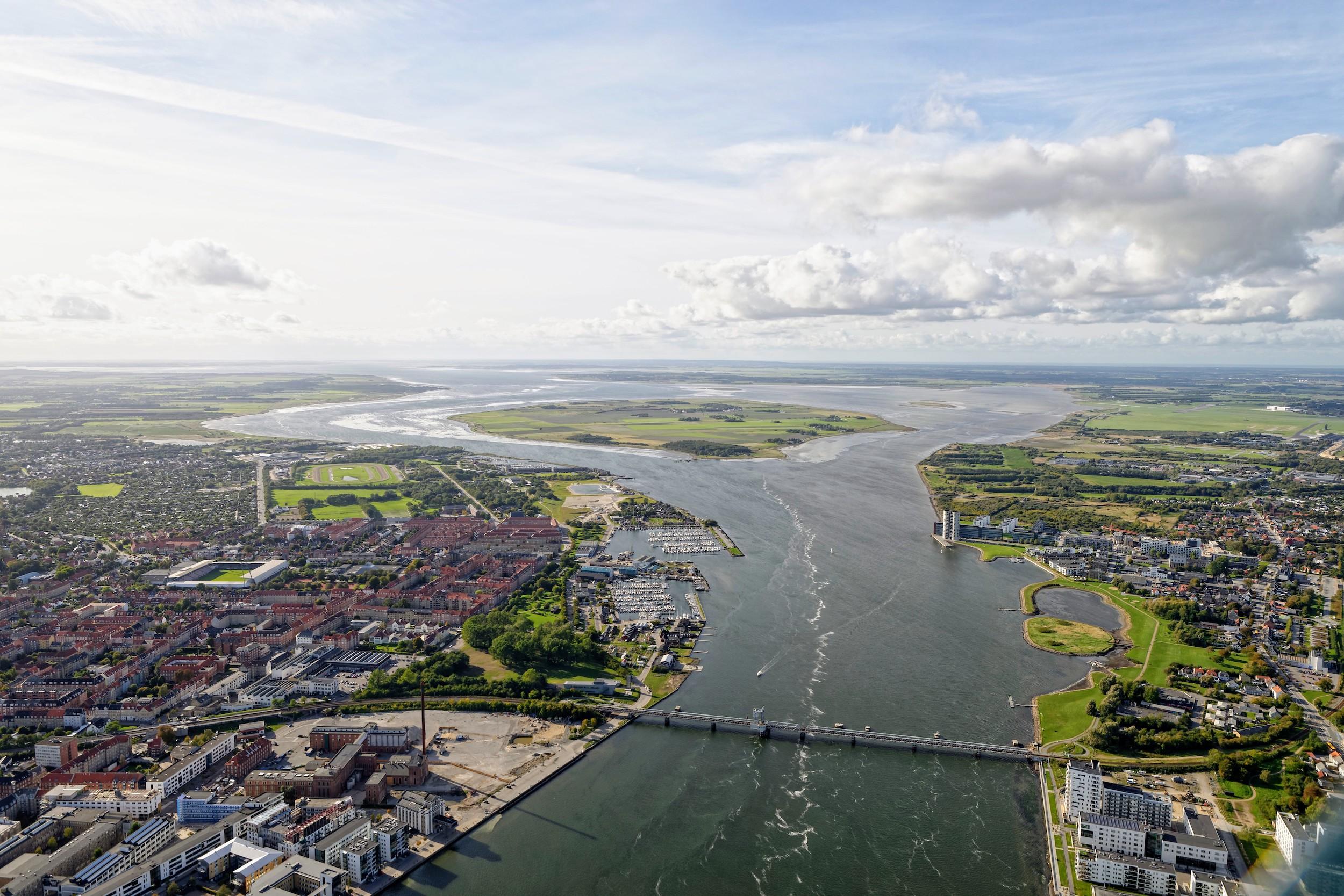 Egholm fra luften. Foto: Aalborg luftfoto